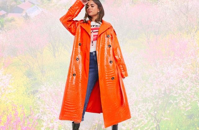 Le trench orange et coloré s'annonce comme la tendance du printemps