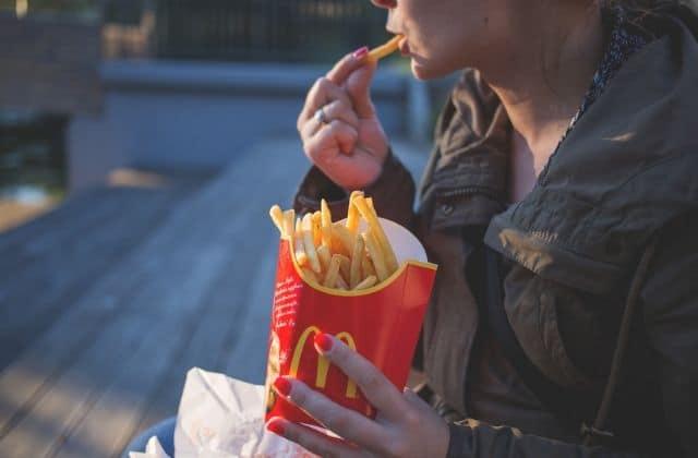 Fais croire à tes potes que tu manges McDo grâce à ce filtre Instagram !
