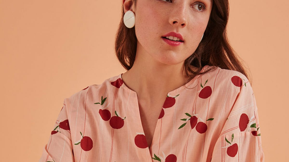 Sélection de blouses et de tops pour tes visioconf du printemps