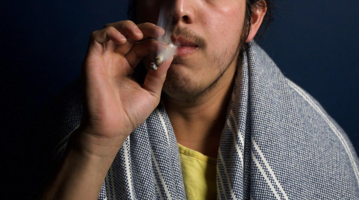 Je suis sortie avec 2 gros fumeurs de joints, et c'était loin d'être facile