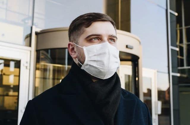 Pourquoi les hommes portent moins de masques que les femmes