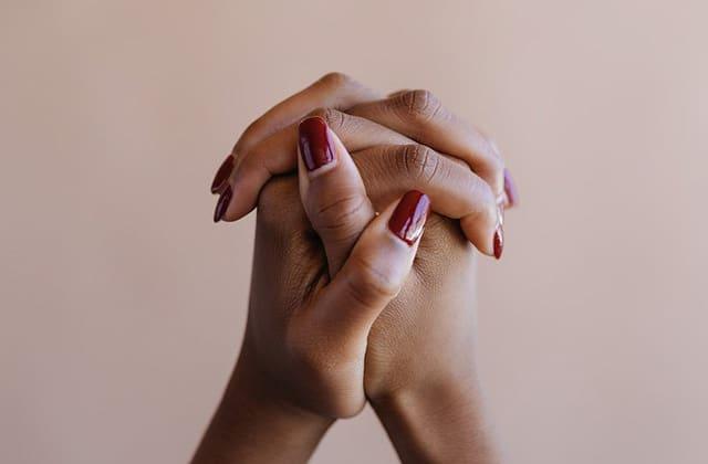 Guide pour prendre soin de tes ongles au quotidien
