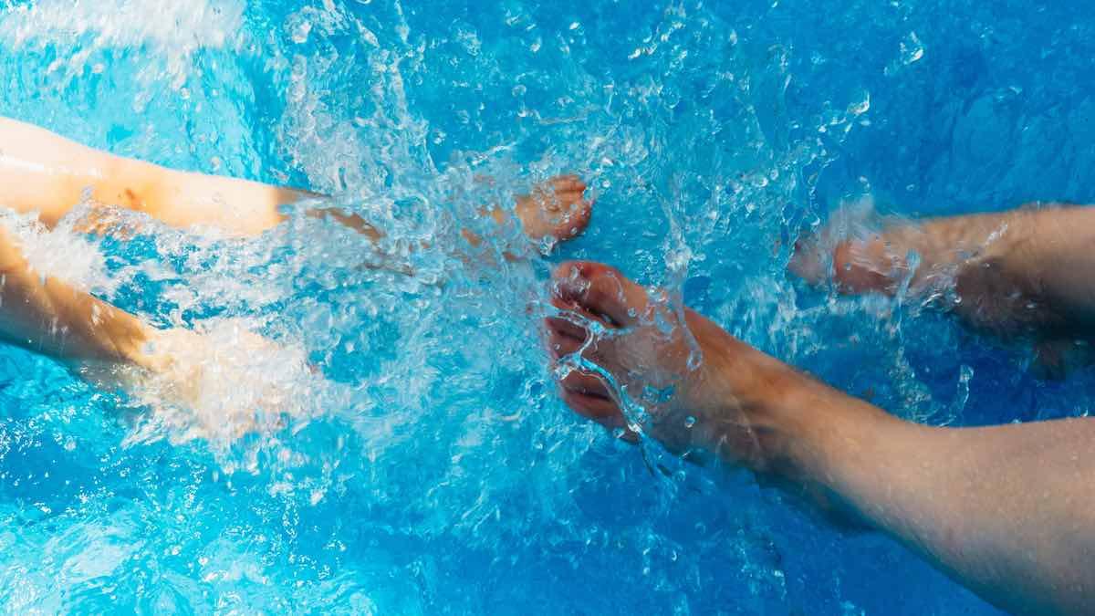 Peut-on attraper le covid-19 à la piscine (et autres questions pas cons)