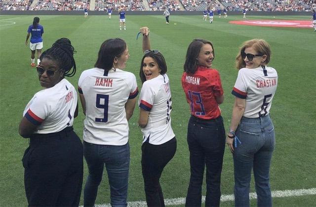 Natalie Portman, Serena Williams & autres stars lancent une équipe féminine de foot!