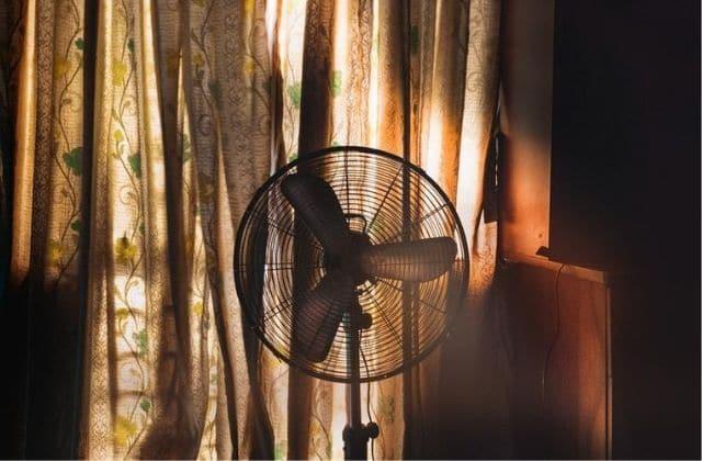 Si tu dors avec un ventilateur, suis ces conseils beauté