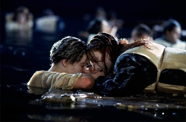 Jack aurait-il survécu si Rose l'avait laissé squatter sa planche ? Voilà la réponse !