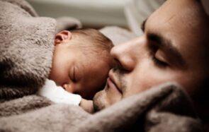 Le congé paternité va enfin être rallongé
