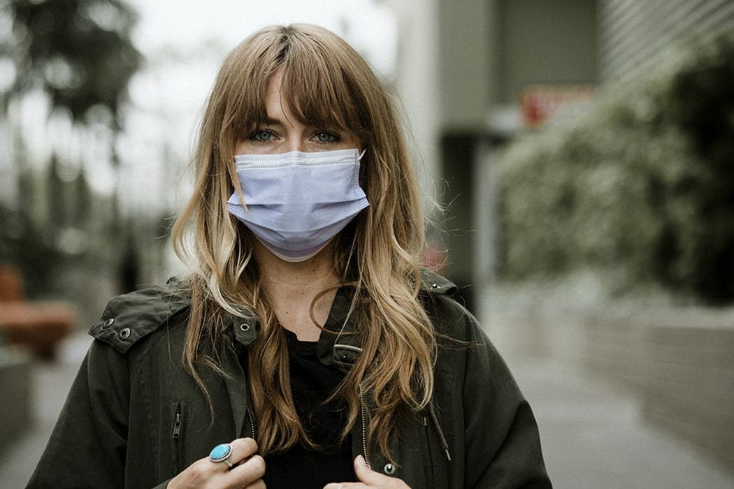 Masque et problèmes de peau : comment éviter la catastrophe ?