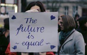 Voici les avancées féministes d'octobre 2020, de la France à l'ISS en passant par la Namibie!