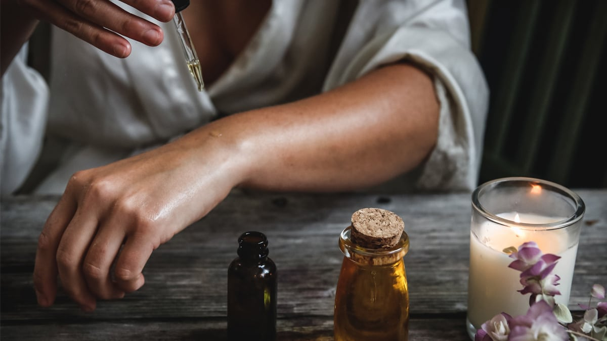 Faut-il vraiment éviter les huiles essentielles pendant la grossesse ?