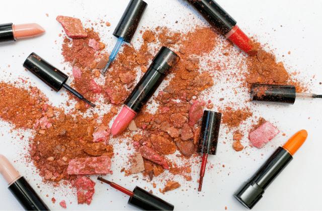 Videz vos placards, plus de 100 produits de beauté ont été déclarés toxiques