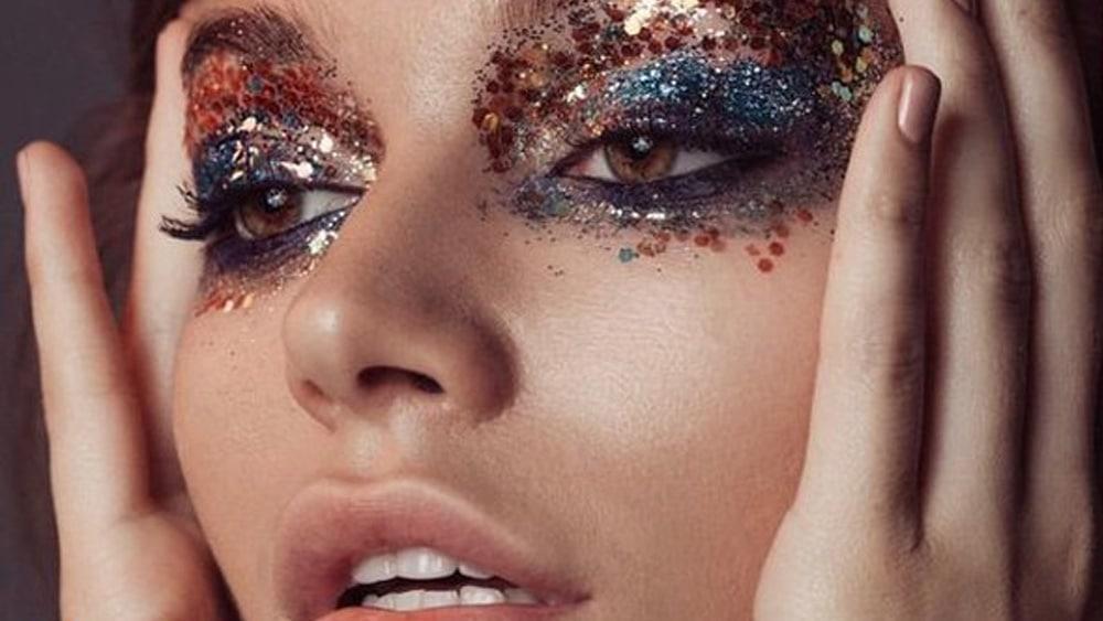 Et si vous mettiez des paillettes dans votre maquillage de fête ?