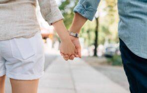 Être un couple marié ne sera plus un critère obligatoire pour adopter!