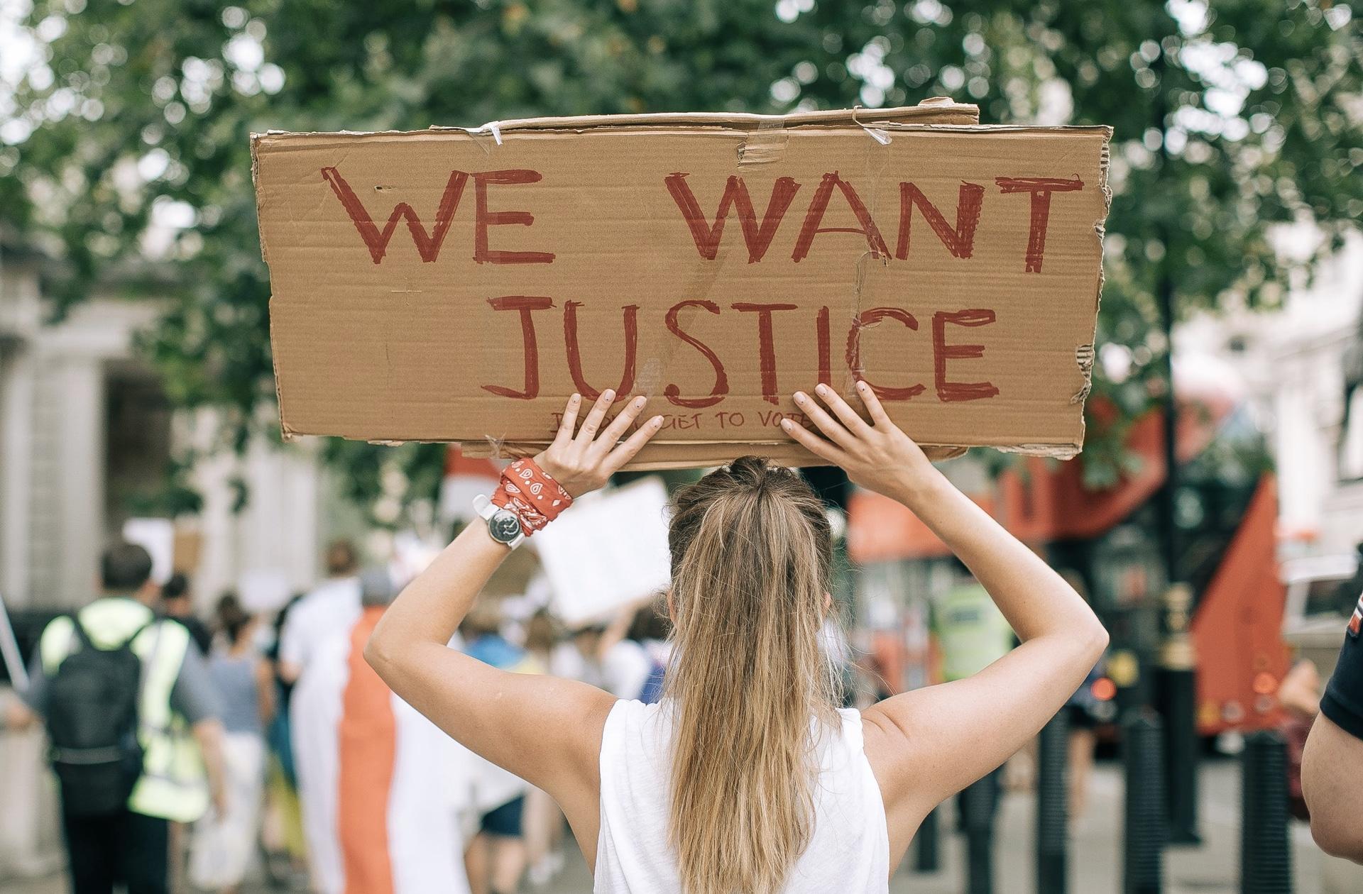 L'activisme sous toutes ses formes est à l'honneur dans la Box Madmoizelle de mars!