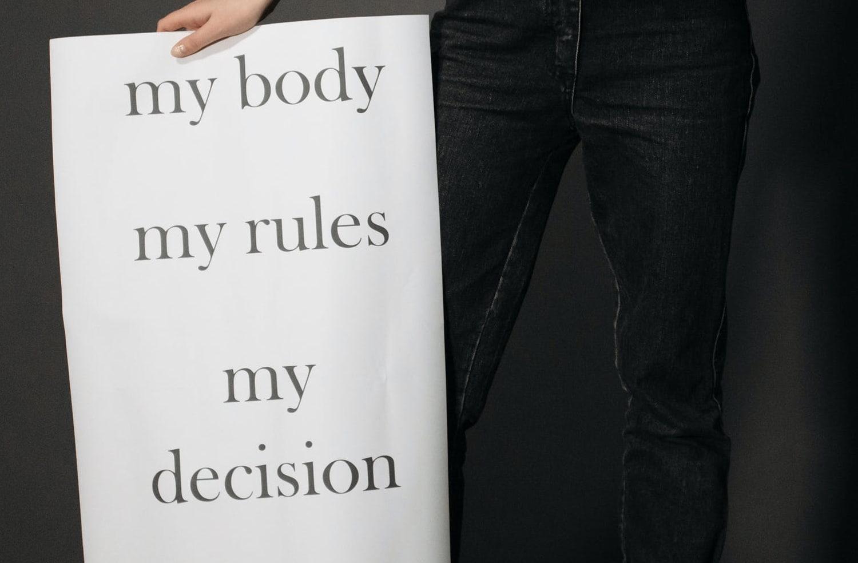 Pourquoi l'allongement du délai légal de l'IVG bloque en France