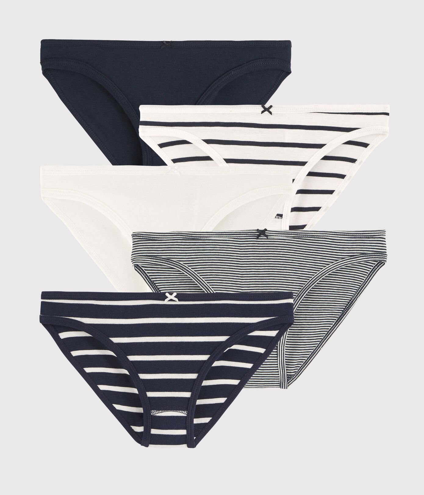 Semainier de 5 culottes rayées et unies en coton, Petit Bateau, 45,90€.