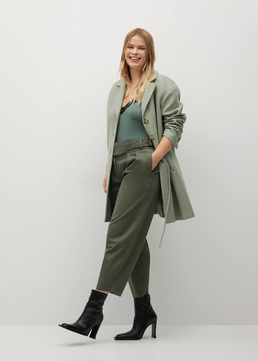 Pantalon slouchy en coton, Violeta by Mango, 29,99€.