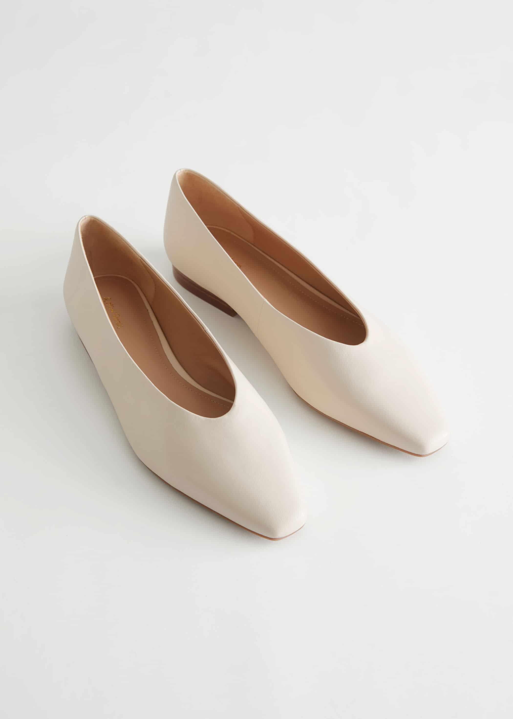 Ballerines en cuir lisse et semelle en gomme, & Other Stories, 79 €.