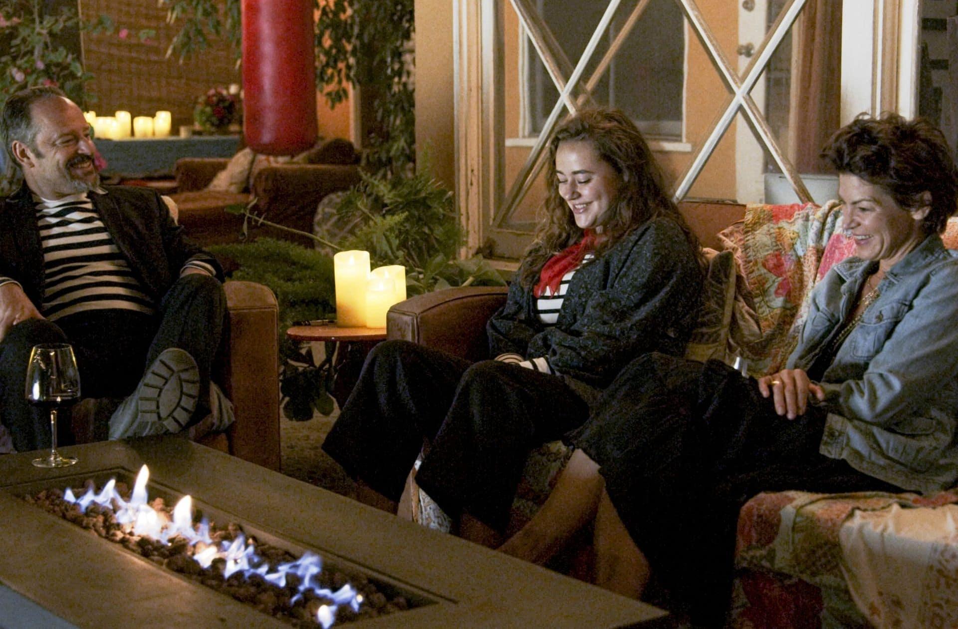 trois personnages de la série disney plus l'amour au temps du corona