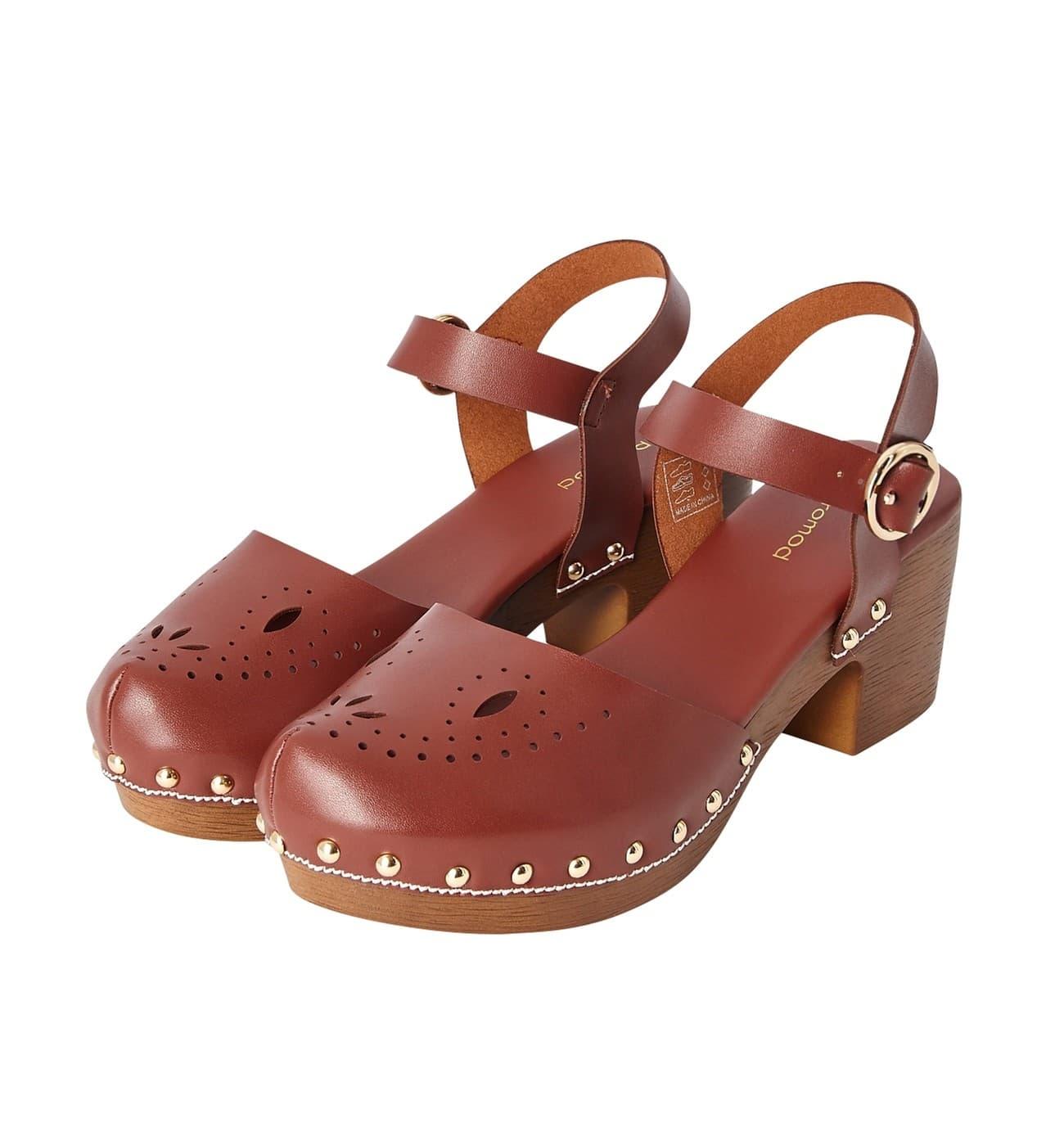 Sandales sabot effet cuir perforé, Promod, 39,95€.