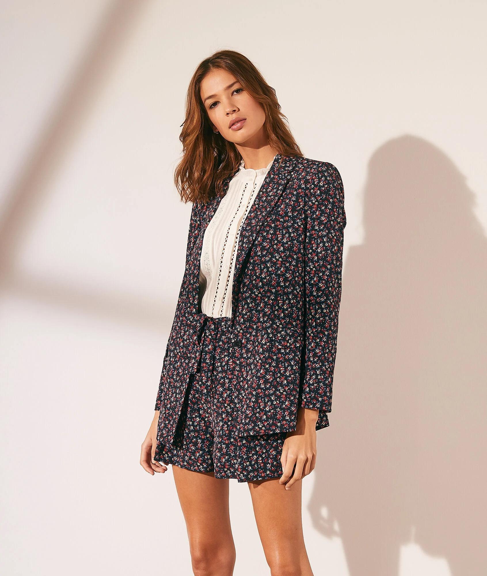 Veste de tailleur imprimé fleuri en polyester, Etam, 29,99€ au lieu de 59,99€.