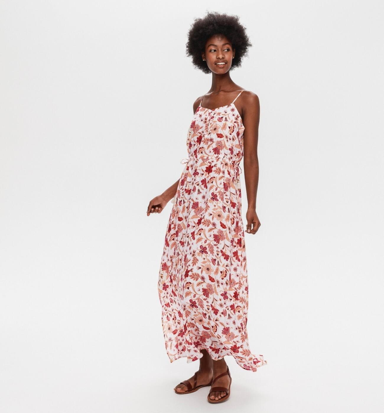Longue robe en viscose à fines bretelles et imprimé fleuri, Promod, 44,95€.