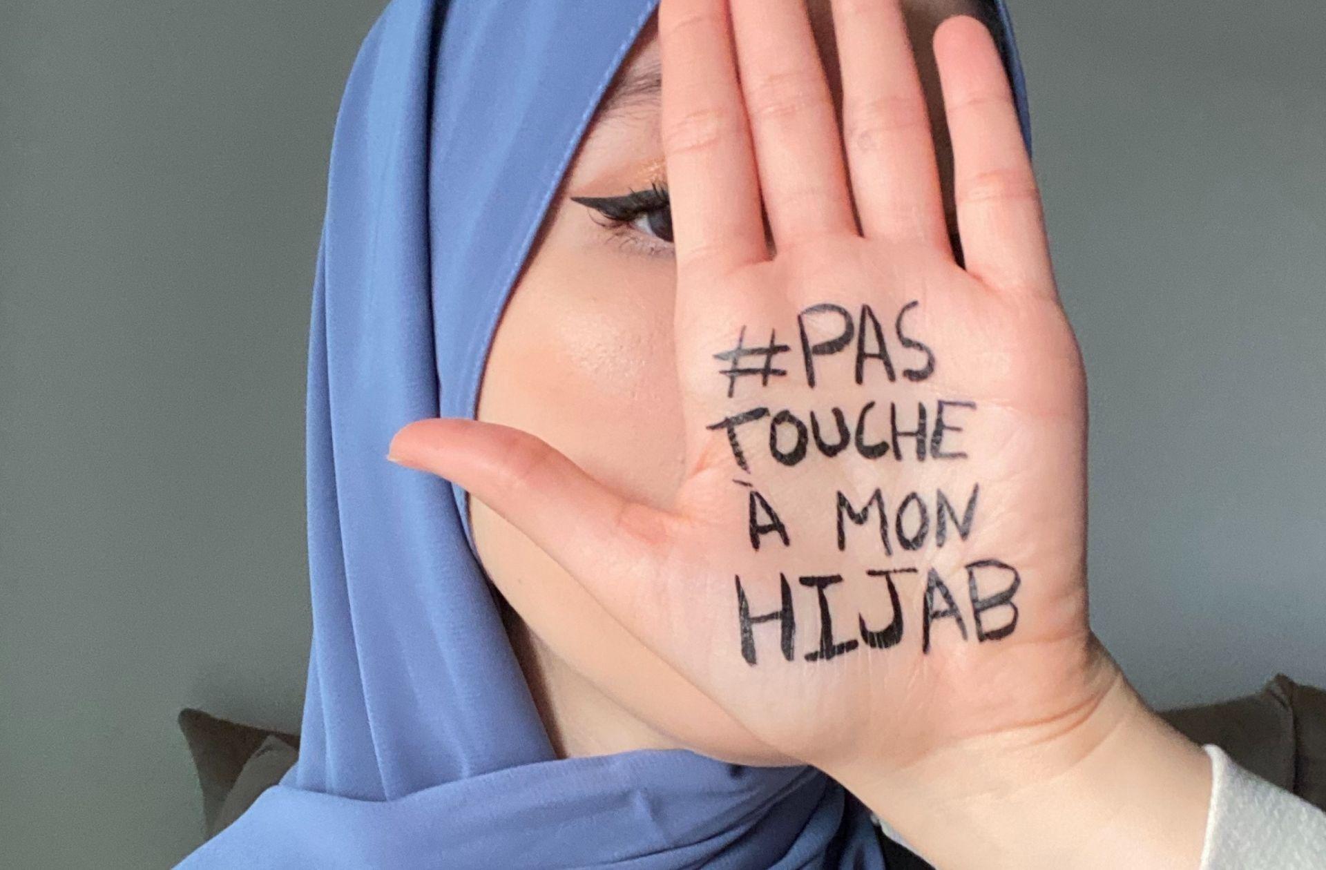 #PasToucheAMonHijab : trois étudiantes veulent en finir avec l'obsession du voile en France