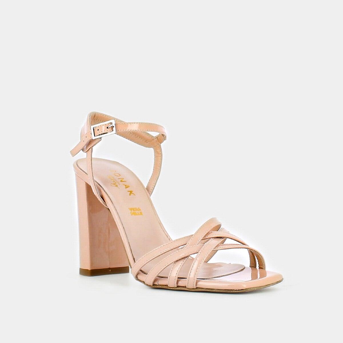 Sandales à brides croisées en cuir verni, Jonak, 72,50€ au lieu de 145€.