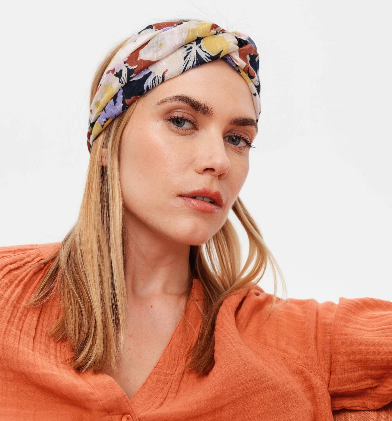 Headband en polyester imprimé fleuri, Promod, 12,95€.
