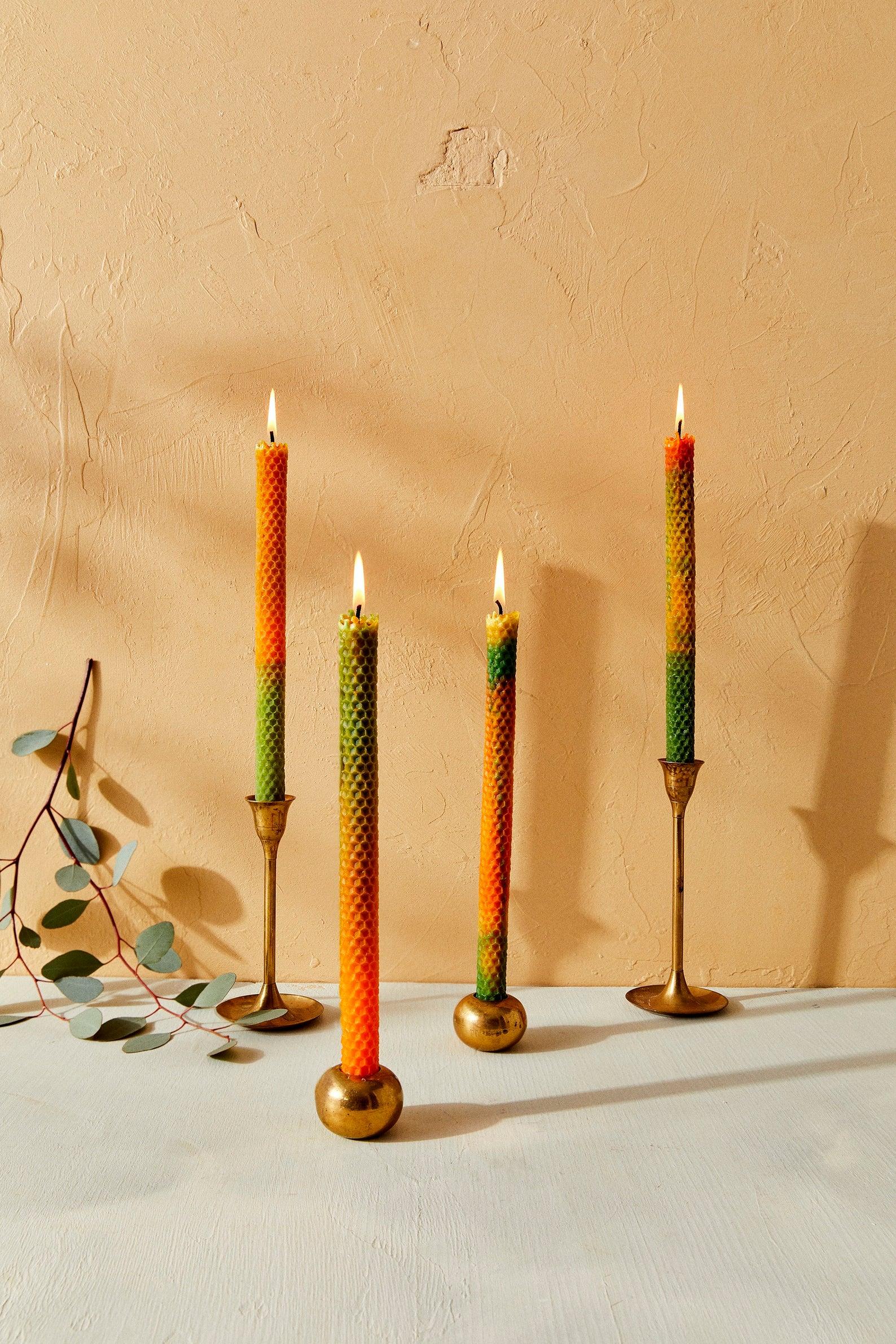 Ensemble de 4 bougies formées à la main, en cire d'abeille, décorées de motif alvéolé, SOOWORKS, 53,13€.