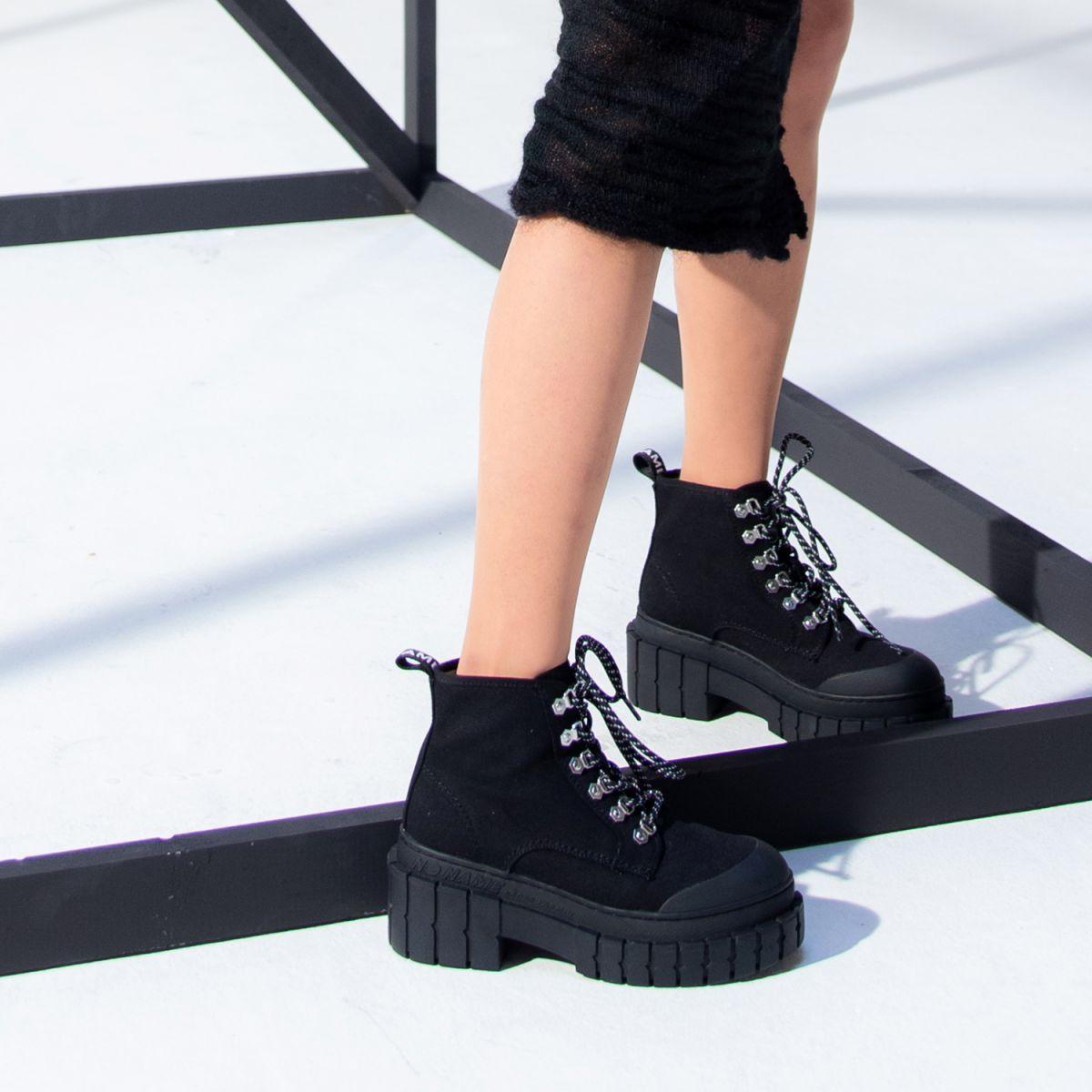 Bottines Kross Low Boots, en toile de coton et semelle crantée de 7,5 cm, No Name, 119€.