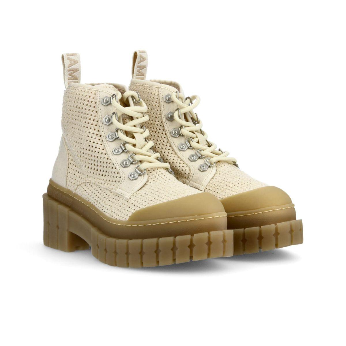 Bottines Kross Low Boots en toile de coton et semelle crantée de 7,5 cm, No Name, 119€.
