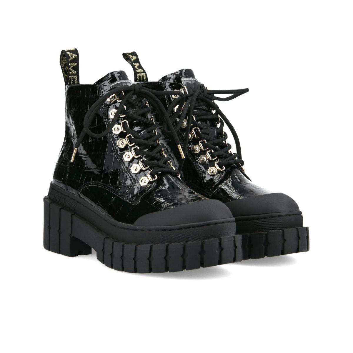 Bottines Kross Low Boots en similicuir embossé croco et semelle crantée de 7,5 cm, No Name, 159€.