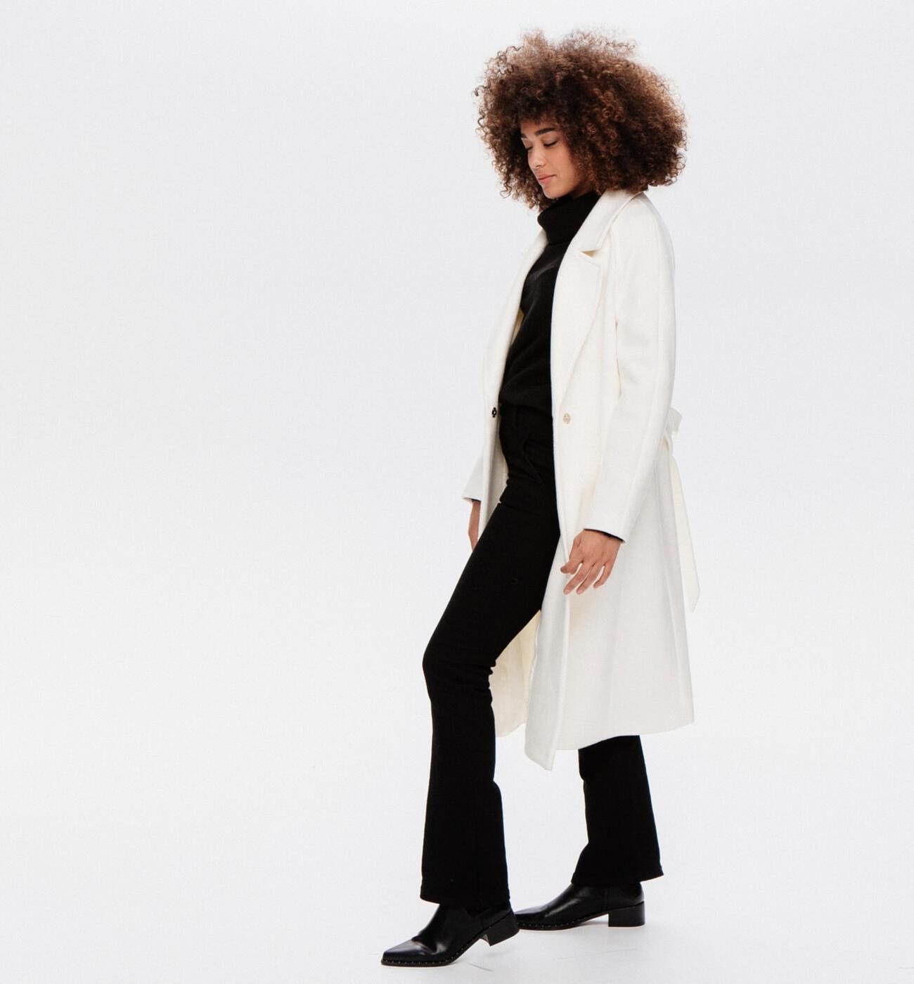 Long manteau en laine mélangée, doublure en polyester recyclée, Promod, 70€ au lieu de 129,95€.