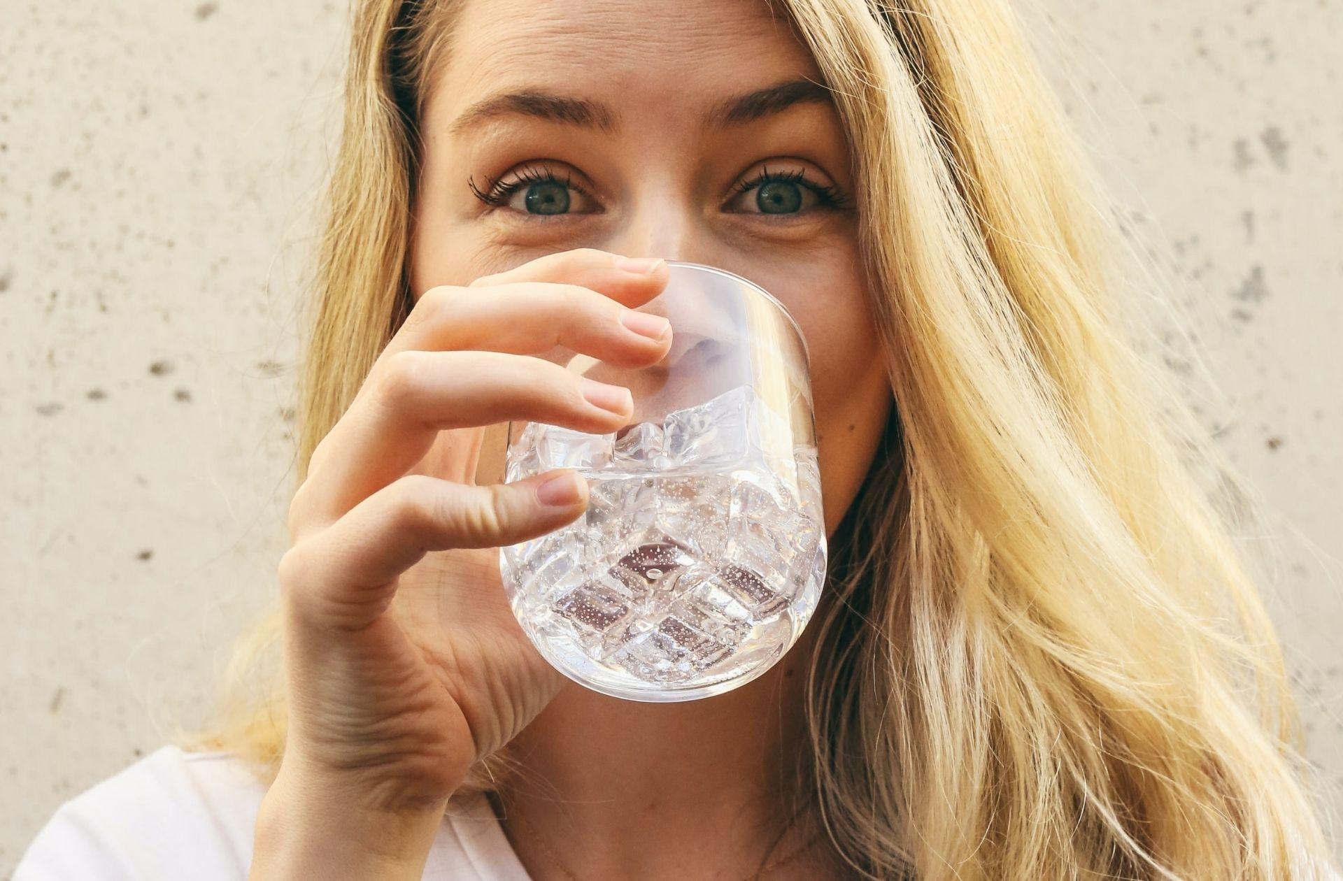 Real talk:est-ce que boire beaucoup d'eau a vraiment un impact sur la peau?