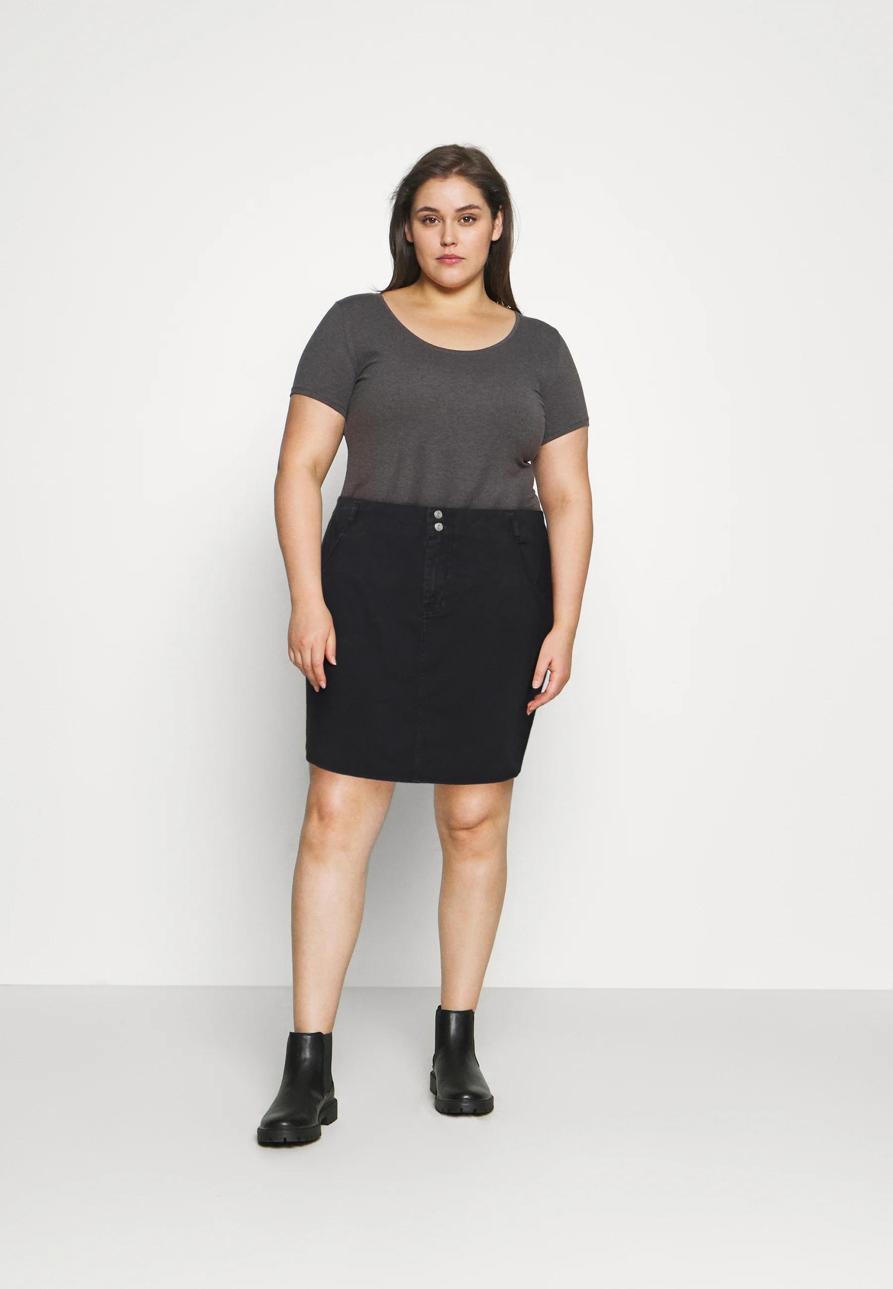 Mini-jupe en jean 100% coton, Noisy May Curve, 22,55€ au lieu de 29,95€.