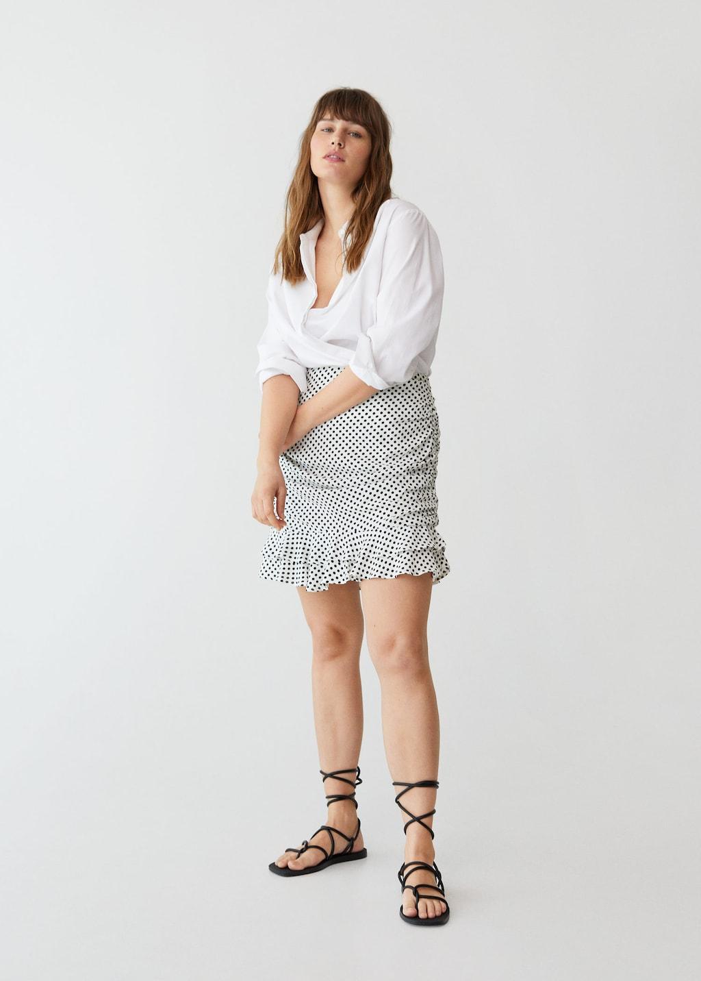 Mini-jupe froncée à volants et imprimé pois, Violeta by Mango, 39,99€.