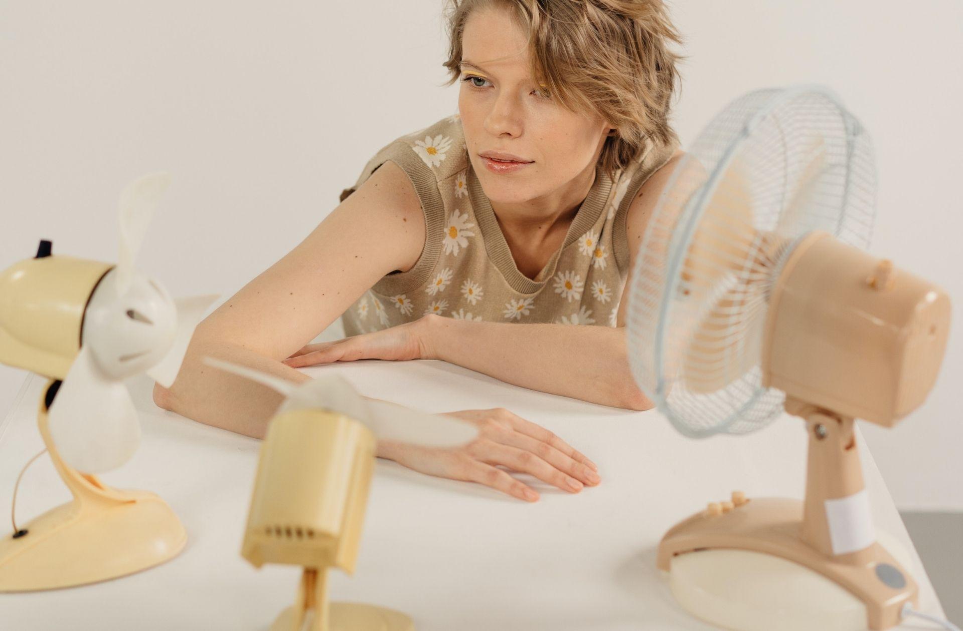 5 ventilateurs en promo pour arrêter de suer jusque sous les seins