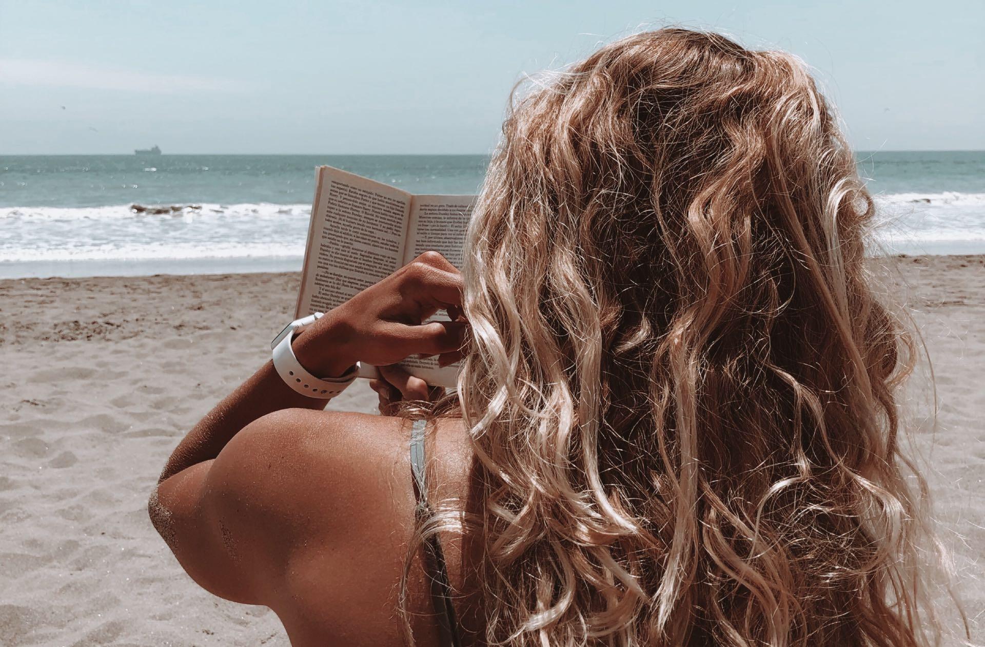 5 livres féministes à glisser dans sa valise cet été